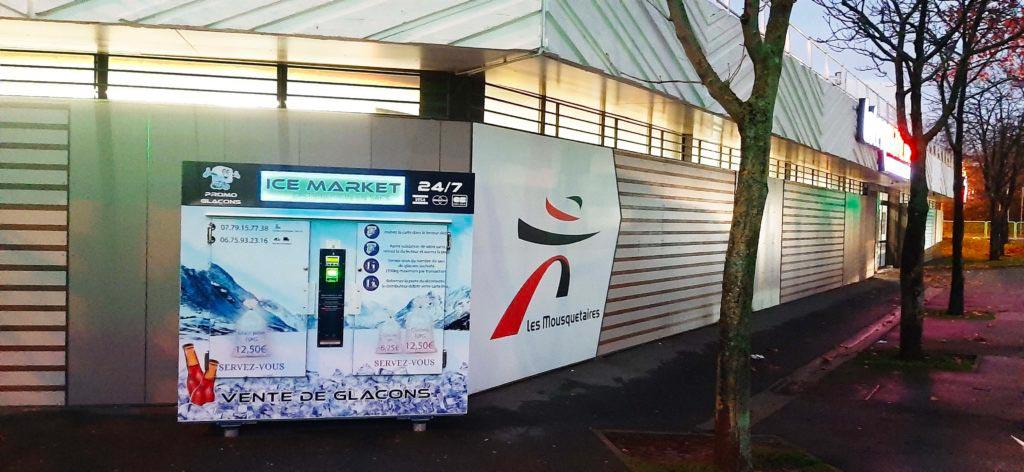 Distributeur-automatique-glaçons-et-glace-pilée-intermarche-nanterre