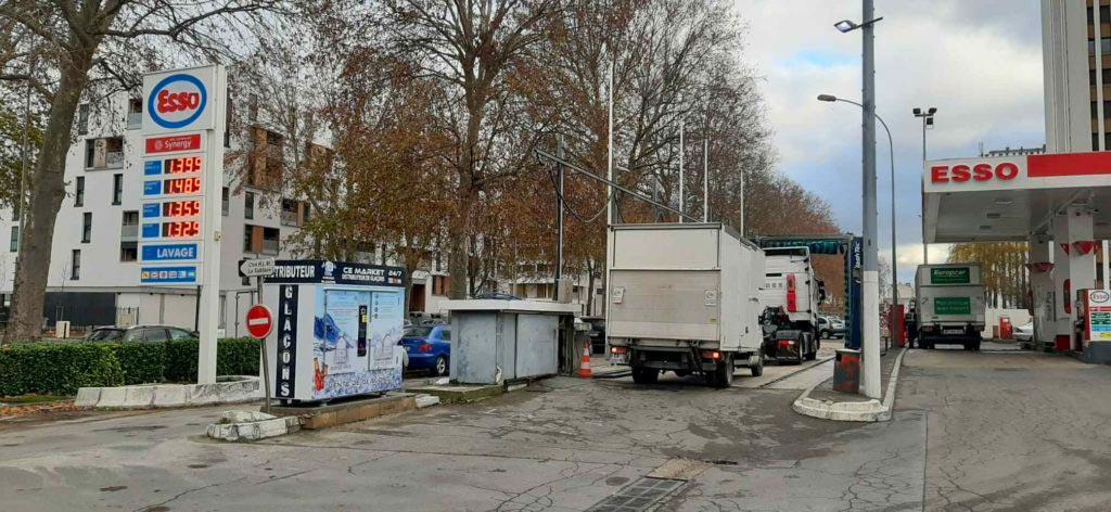 Distributeur-automatique-de-glaçons-et-glace-pilée-esso-noisy-le-sec