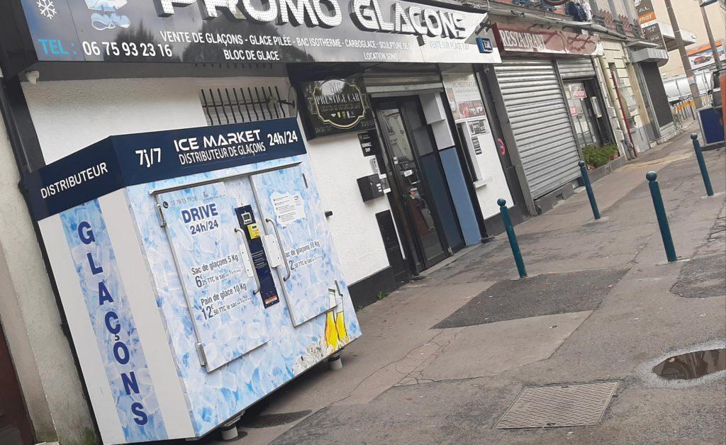 Distributeur-automatique-de-glacons-et-glace-pilee-Paris-porte-de-la-Vilette