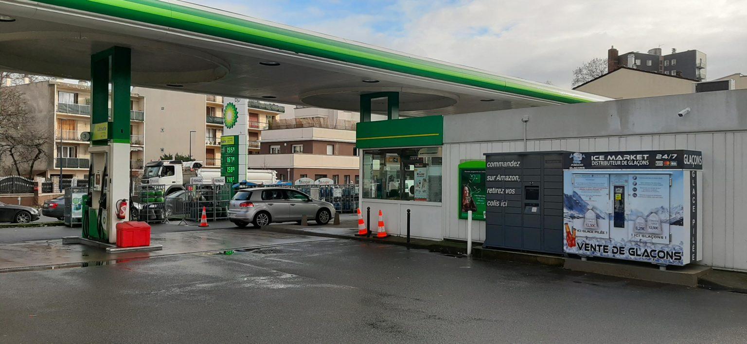 Distributeur-automatique-de-glacons-et-glace-pilee-Station-BP-Drancy
