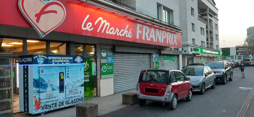 Distributeur-automatique-de-glacons-et-glace-pilee-Choisy-le-Roi