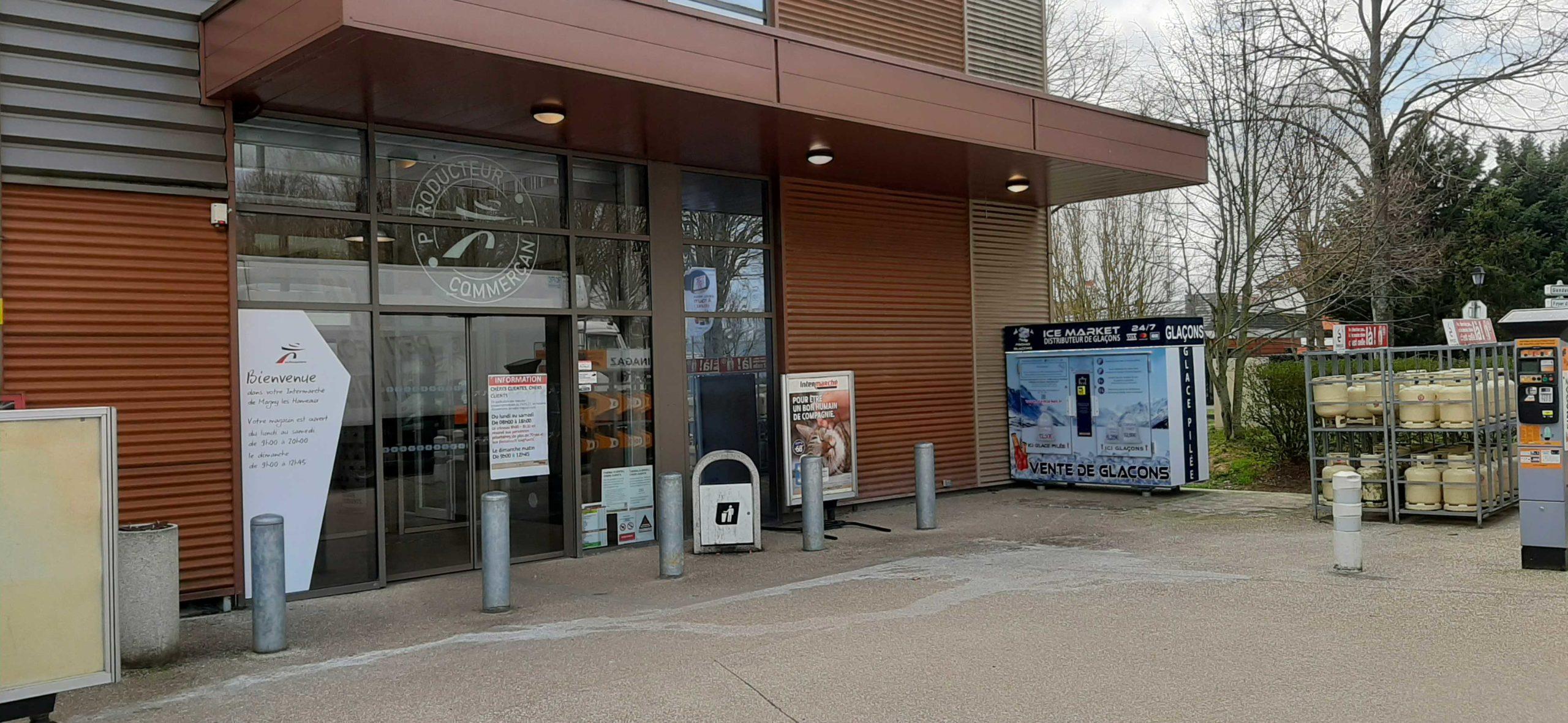 Distribteur-automatique-de-glaçons-et-glace-pilée-Intermarché-Magny-les-Hameaux