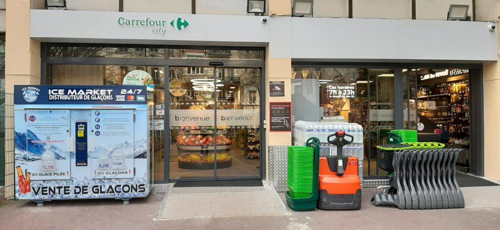 Distribteur-automatique-de-glaçons-et-glace-pilée-carrefour-city-Paris18e