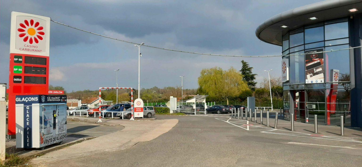 Distribteur-automatique-de-glaçons-et-glace-pilée-supermarche-Casino-Le-Thillay